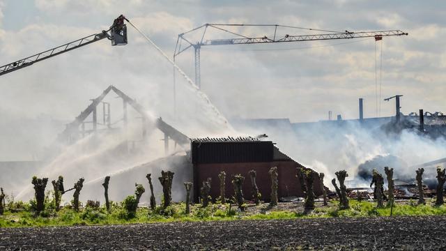 Grote brand in schuur Hazerswoude-Dorp geblust, zes mensen naar ziekenhuis