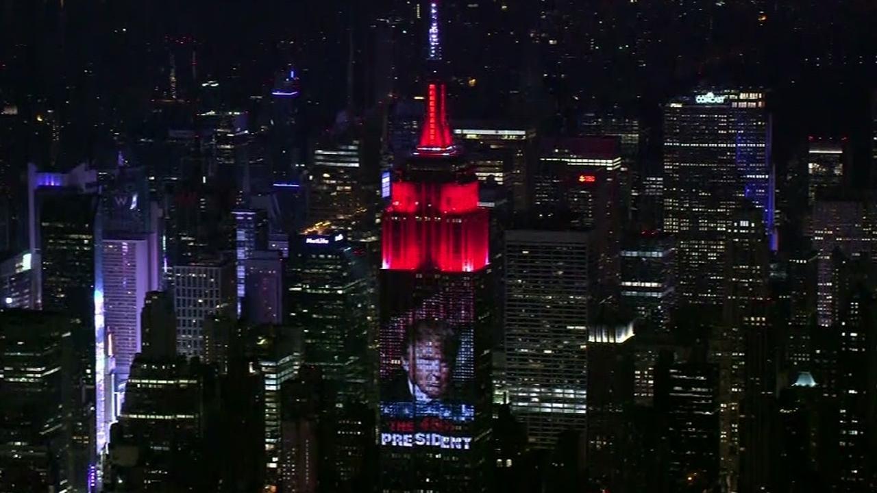 Gigantische lichtprojectie van Donald Trump op Empire State Building