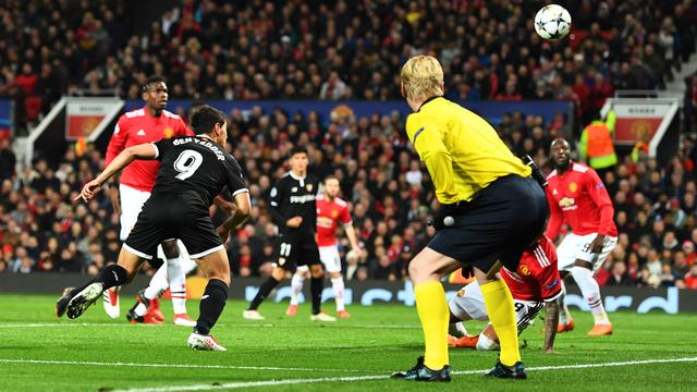 Sevilla dompelt United op Old Trafford in rouw in achtste finales CL