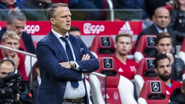Van den Brom kwaad dat AZ zich heeft 'laten afslachten' door Ajax