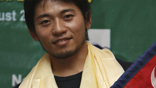 Japanner met één vinger haalt top Mount Everest niet