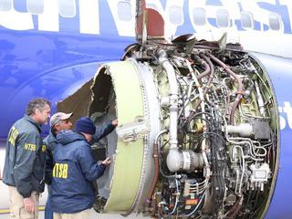 Vrouw overleden na bijna naar buiten te zijn gezogen tijdens vlucht