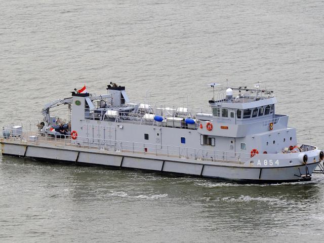 Zoekactie naar bij Scharendijke vermiste duikers hervat, politie vreest voor levens