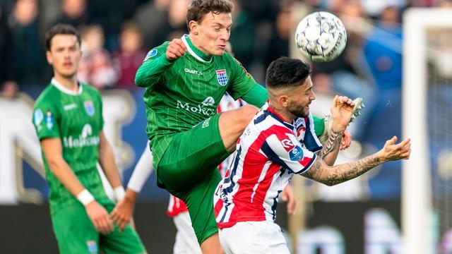 Willem II niet langs tien man PEC Zwolle, Emmen grijpt punt bij Vitesse