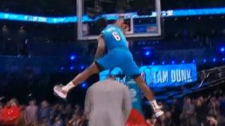 Diallo springt over Shaquille O'Neal bij NBA Slam Dunk Contest