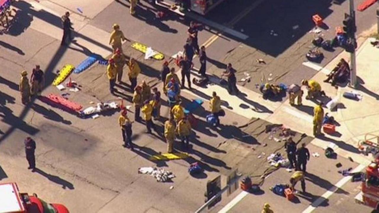Luchtbeelden van evacuatie na schietpartij Californië