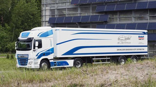 Vrachtautofabrikanten VDL en DAF onthullen eerste elektrische vrachtwagen