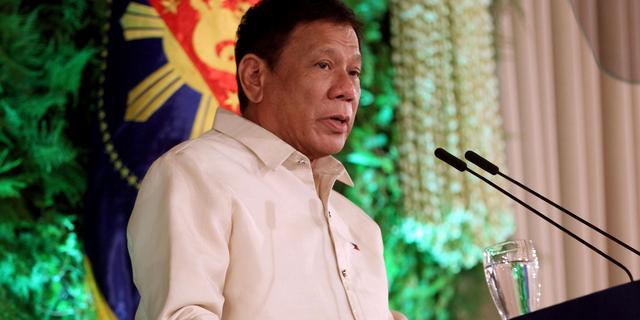 Filipijnse president dreigt met gevangenis voor vaccinweigeraars