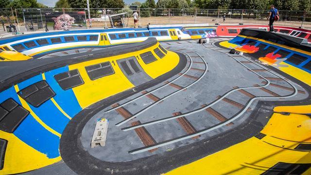 Graffiti-artiest JanIsDeMan maakt kunstwerk in skatepool Griftpark