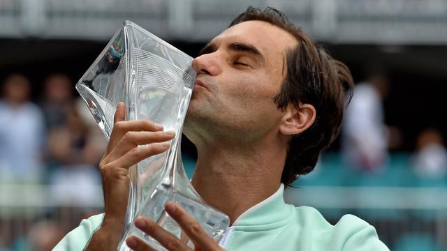 Federer klopt gehavende Isner en pakt voor vierde keer titel in Miami