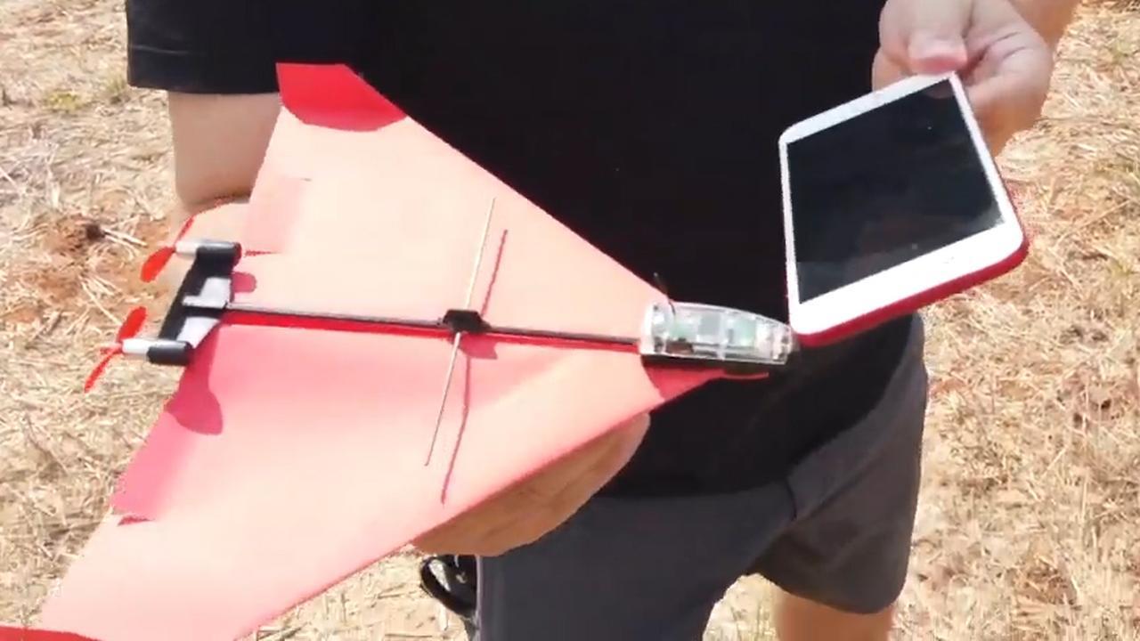 Technologie laat papieren vliegtuig besturen met smartphone