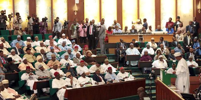 Nigeria schrapt 20.000 spookambtenaren van de loonlijst
