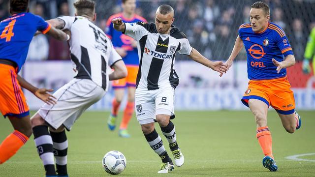 Feyenoord houdt Heracles door remise op afstand in strijd om derde plek