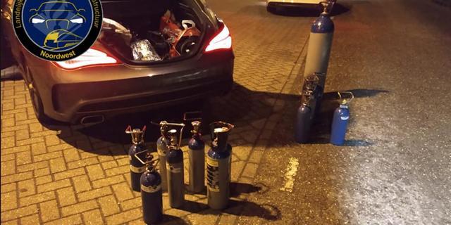 Tiener (16) slingert zonder rijbewijs en met lachgas in auto over snelweg