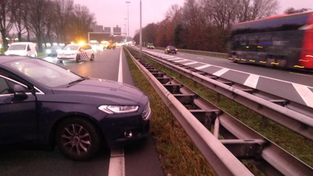 Zes auto's botsen op elkaar op N205 in Haarlem