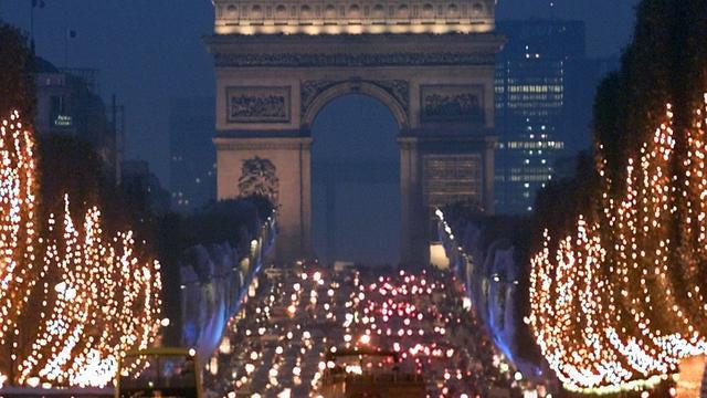 Straten in Parijs gaan helemaal over op groene stroom