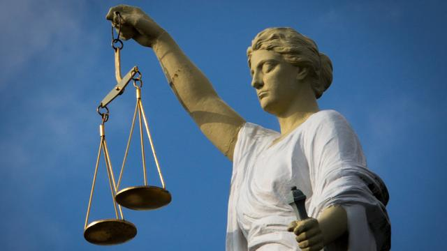 Wegens ontucht veroordeelde Leidse huisarts overleden in cel