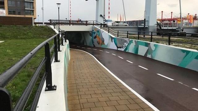 Tunnel bij de Ringbrug is open voor fietsers en voetgangers