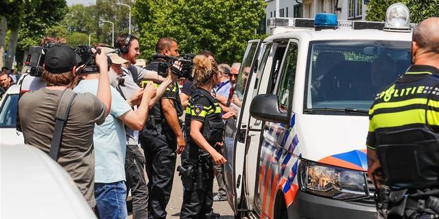 Politie roept groep relschoppers bij demonstratie Pegida op zich te melden