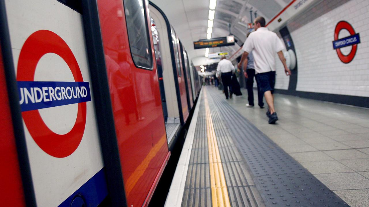 Steekpartij metro Londen mogelijk terreurdaad