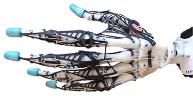 Wetenschappers willen robothand uitrusten met menselijk weefsel