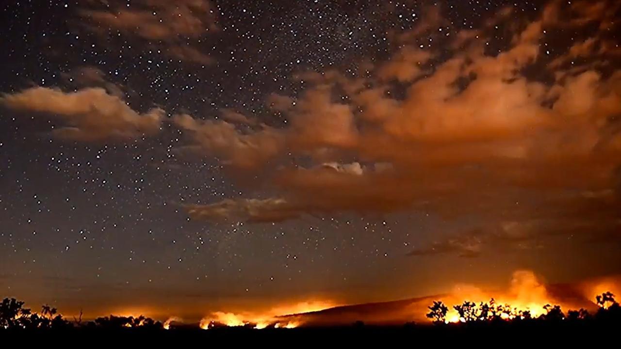 Timelapse: Bosbranden verlichten lucht boven Australië