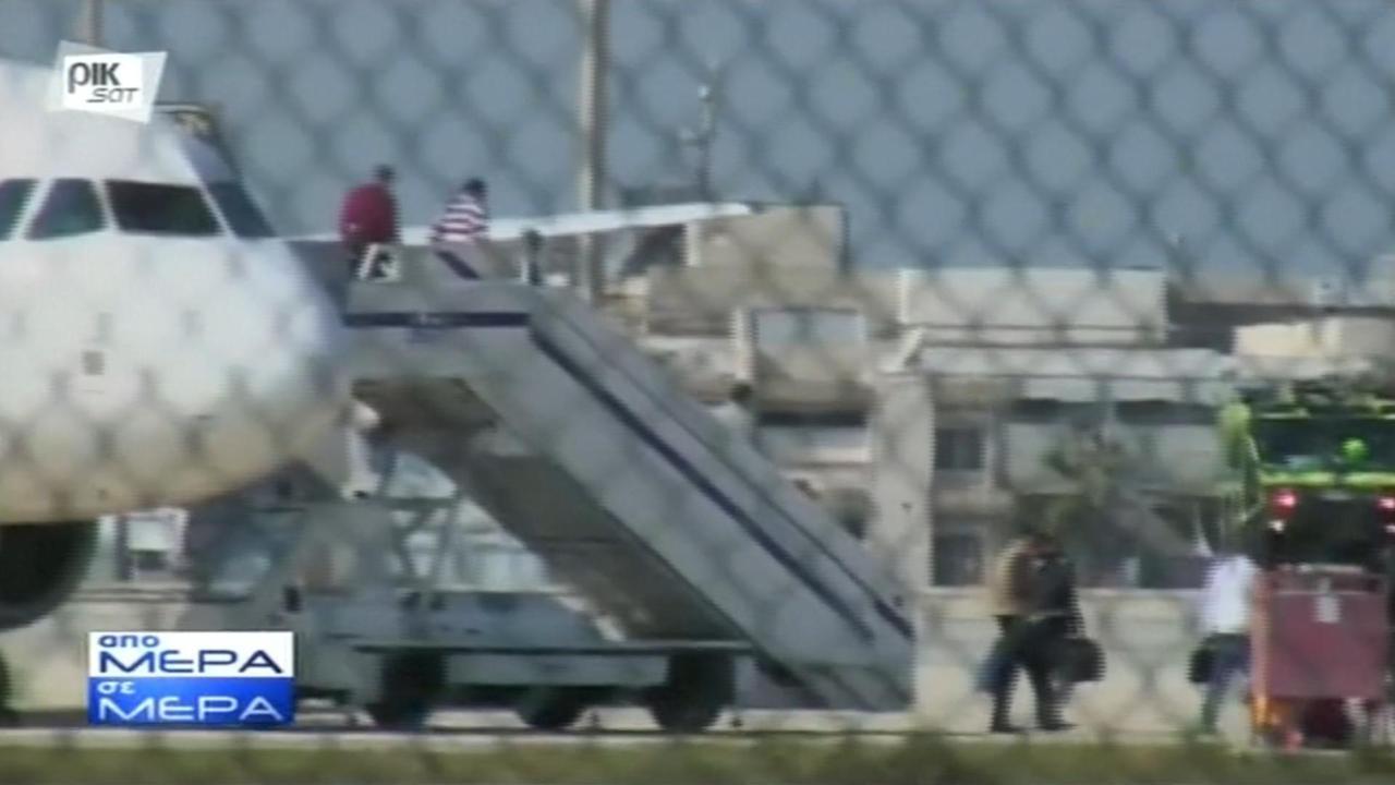 Passagiers verlaten gekaapt vliegtuig EgyptAir