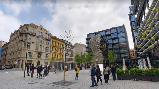 Hoger beroep verdachten van mishandelen ober in Praag is uitgesteld