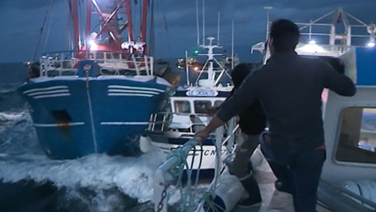 Britse en Franse vissers ruziën op zee om territorium