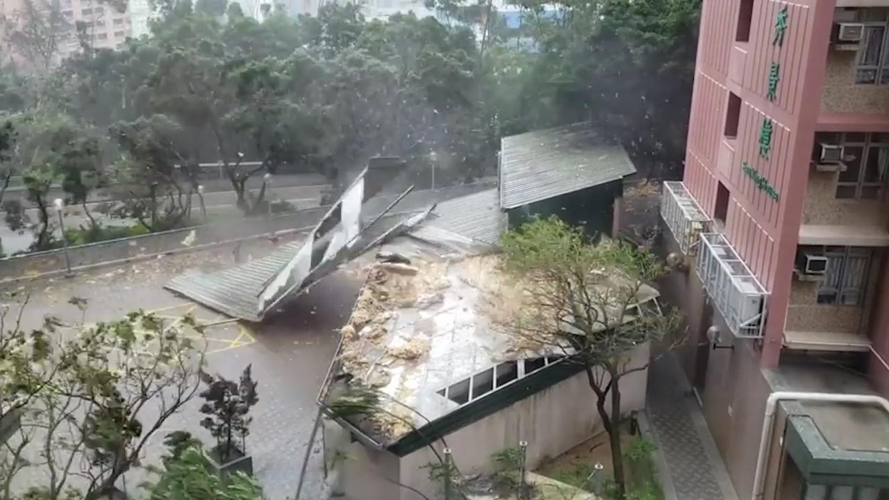 Tyfoon Mangkhut geeft Hongkong volle laag