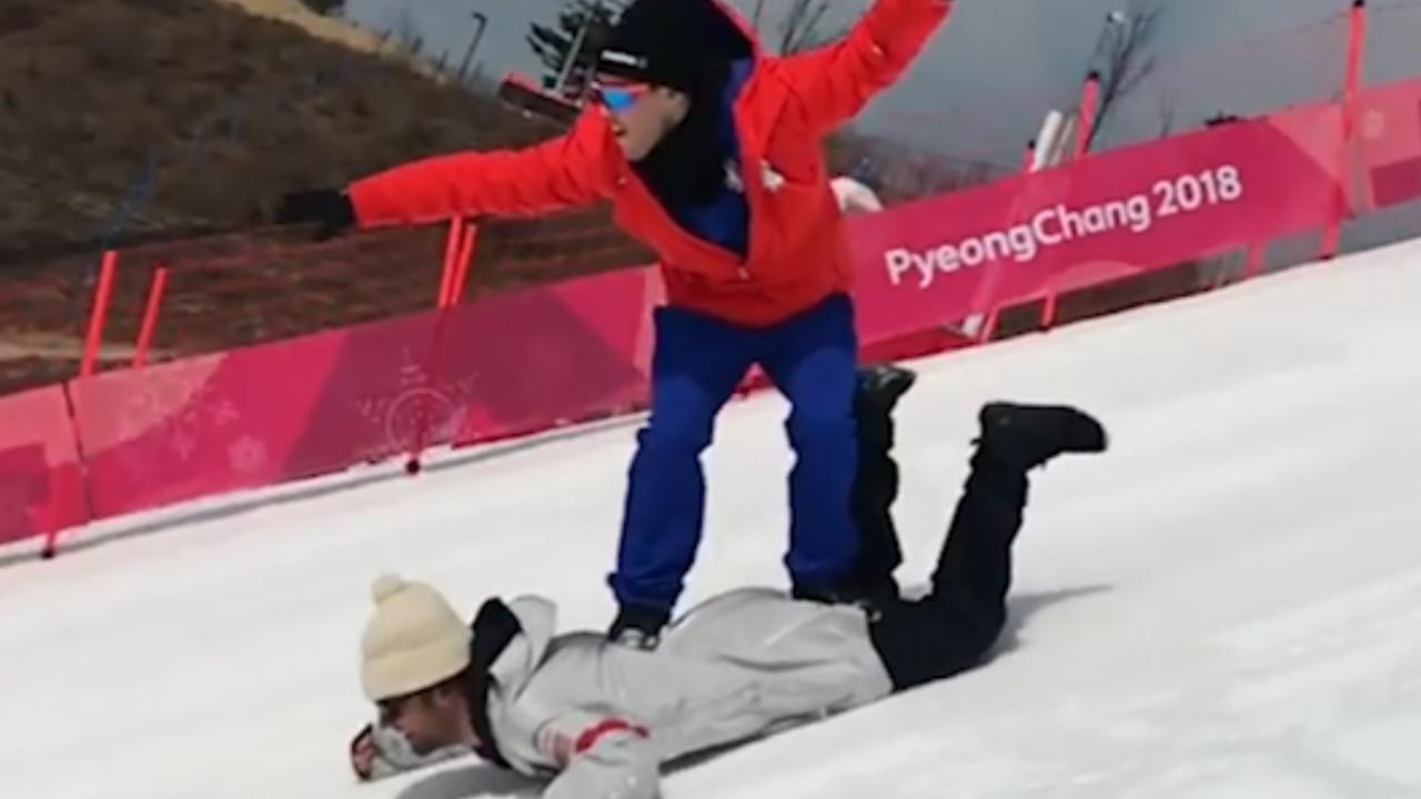 Zwitserse olympiër gebruikt teamgenoot als snowboard in Pyeongchang