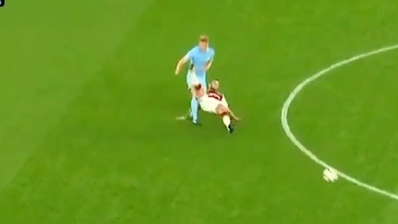 Video: Rood voor Arsenal-speler Wilshere na vechtpartij bij beloftenteam