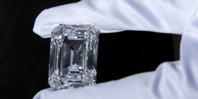 Russische diamant voor bijna 12 miljoen euro verkocht op veiling
