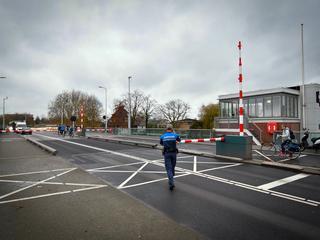 Het verkeer, zowel automobilisten als fietsers, moeten omrijden