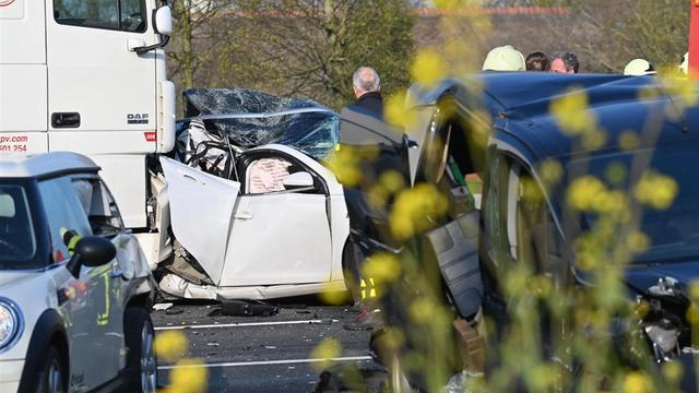 A16 bij Breda vrijgegeven na ongeval met zes personenauto's