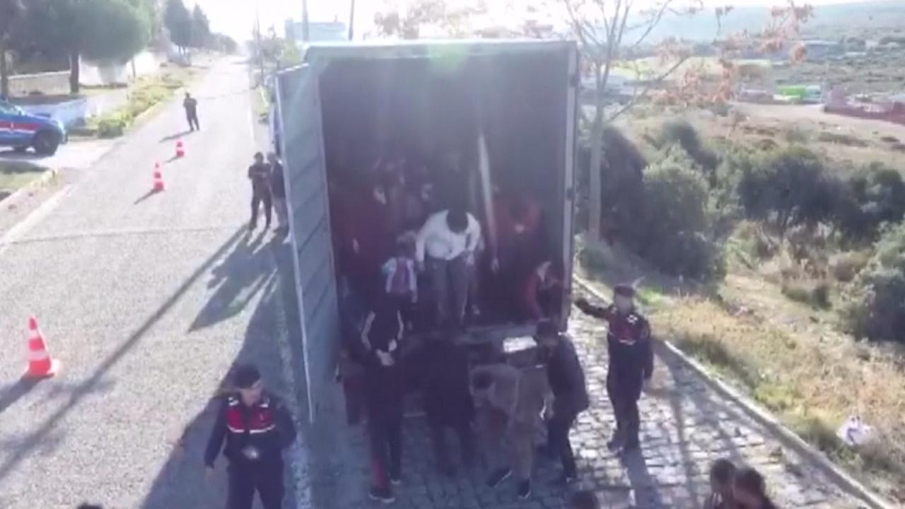Turkse autoriteiten vinden 82 Afghanen in vrachtwagen