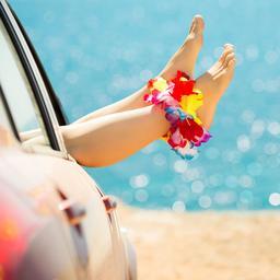 Met de auto, boot of vliegtuig op vakantie: zo voorkom je reisziekte