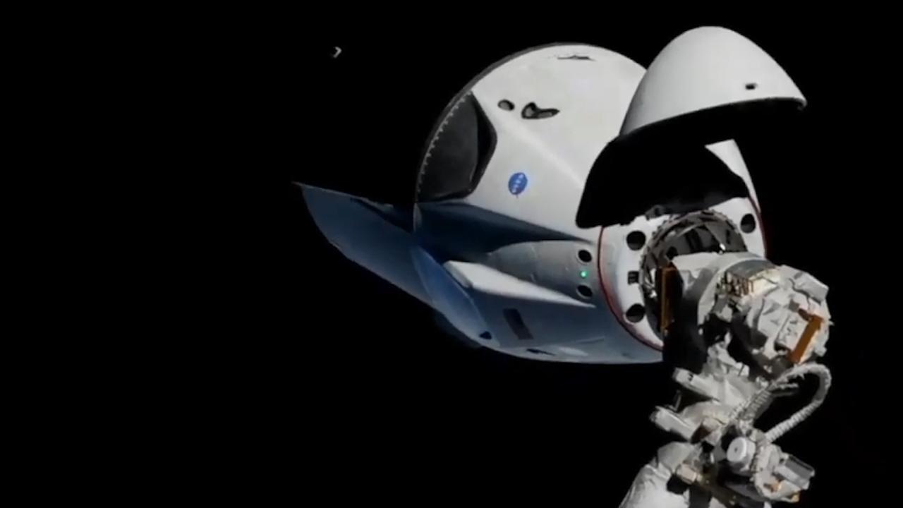 Ruimtecapsule SpaceX wordt gekoppeld aan ISS
