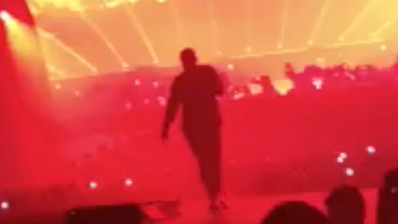 Travis Scott valt van podium tijdens concert met Drake in Londen