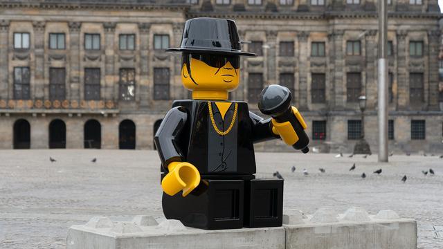 Legobeeld André Hazes op de Dam al na zes dagen 'onthoofd'