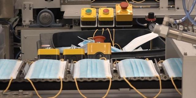 Haarlemse mondkapjesfabriek schroeft productie op vanwege draagplicht