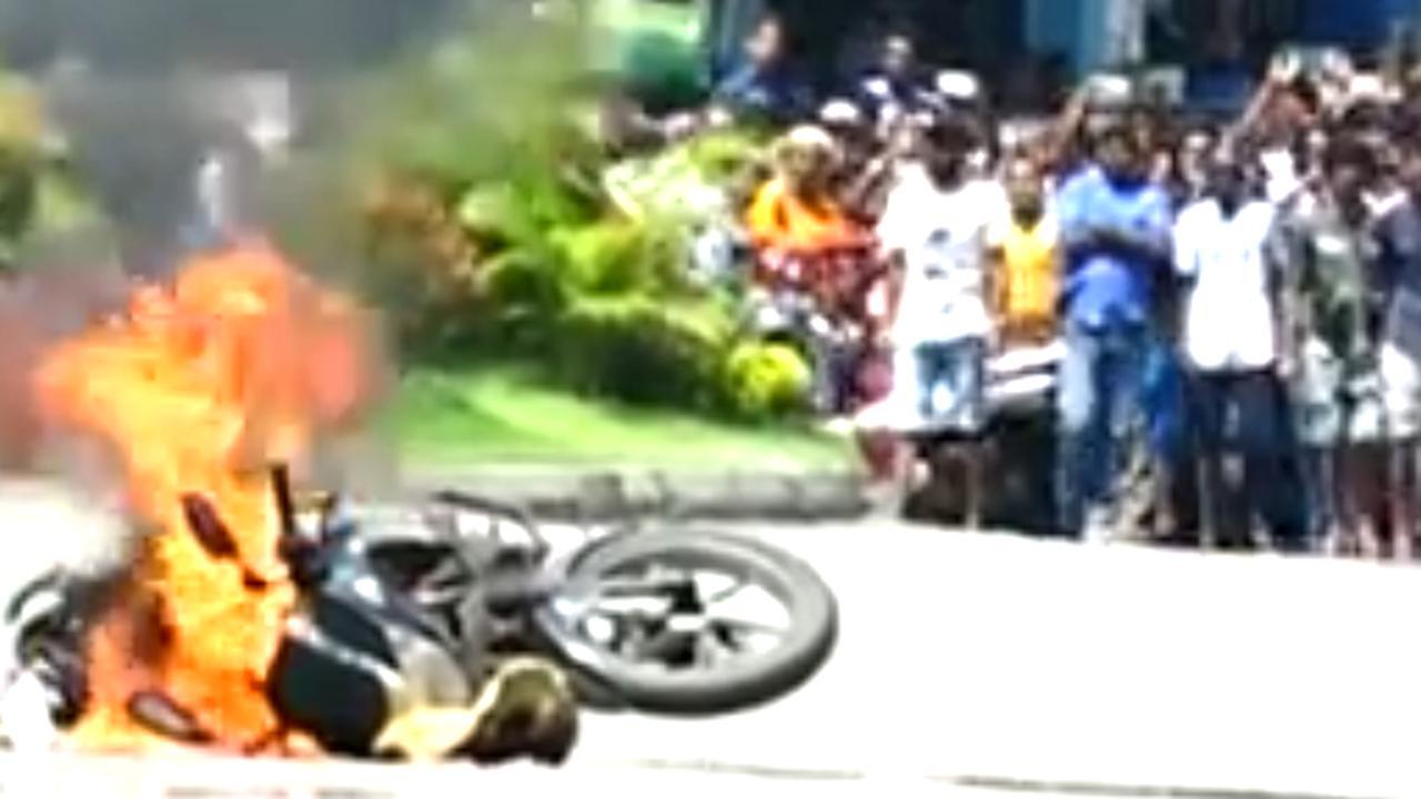 Politie Sri Lanka zet verdachte motor in brand