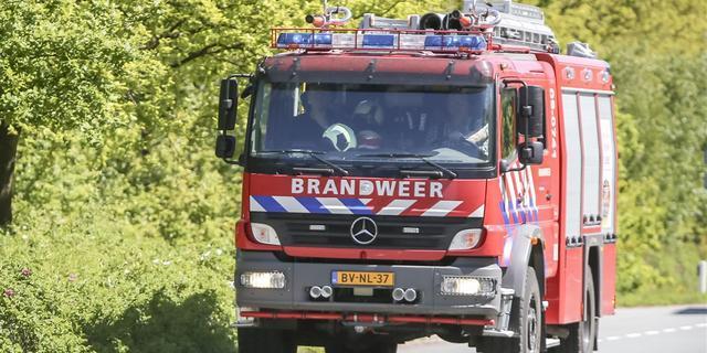 Grote brand bij machineverhuurbedrijf in Lage Weide