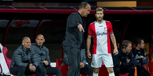 FC Emmen-aanvoerder De Leeuw na degradatie: 'Dit komt echt heel hard aan'