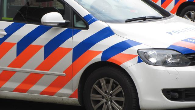 Politieteam oefent in Bergen op Zoom met nepvuurwapens