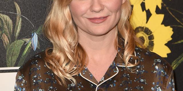 Actrice Kirsten Dunst toont zwangere buik