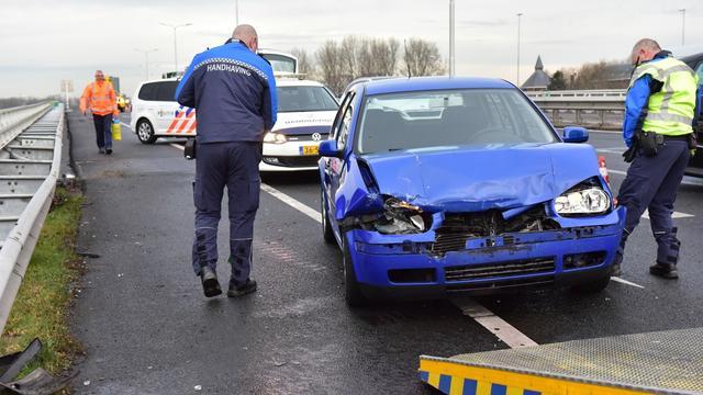Veel schade bij botsing op Europaweg