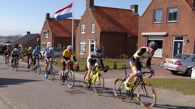 Wout van Elzakker wint Ronde van Woensdrecht