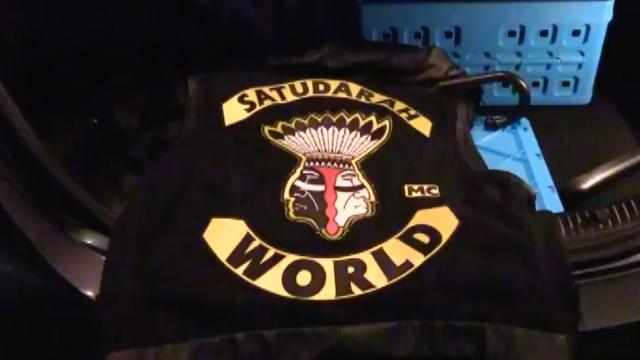 Politie doorzoekt eigendom Satudarah tijdens grote actie