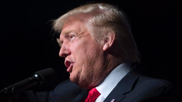 Trump roept Amerikanen op belangrijke berichten niet te e-mailen